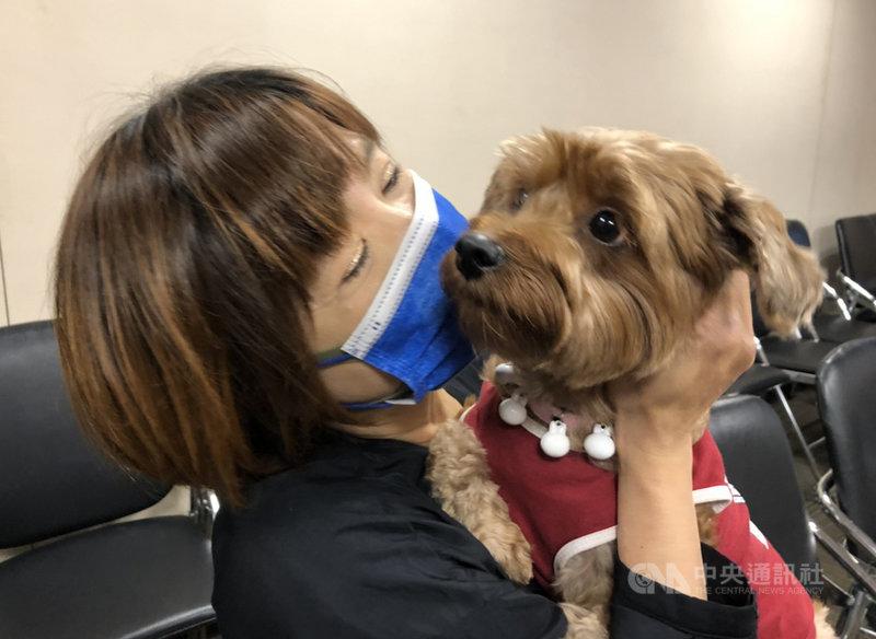 現代人與寵物關係親密,對於寵物的離世,如何調適情緒很重要,若傷慟反應及症狀持續時間太久,可能罹患創傷後壓力症候群(PTSD),應儘早就醫治療。圖為示意圖。(書田診所提供)中央社記者陳偉婷傳真  109年10月27日