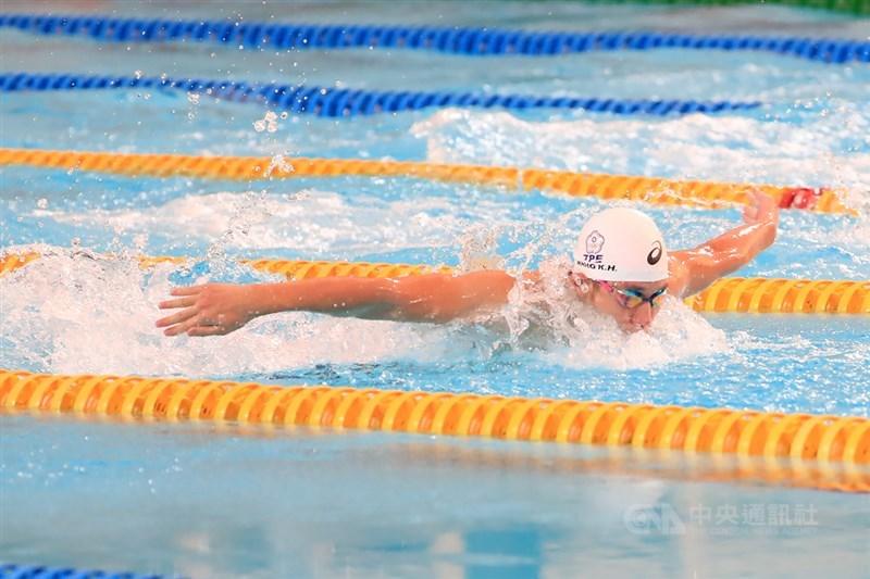 「台灣蝶王」王冠閎27日在國際游泳聯盟分站賽中,50、100公尺兩項成績都超越全國紀錄。圖為8月2日王冠閎參加模擬東京奧運對抗賽。(中央社檔案照片)