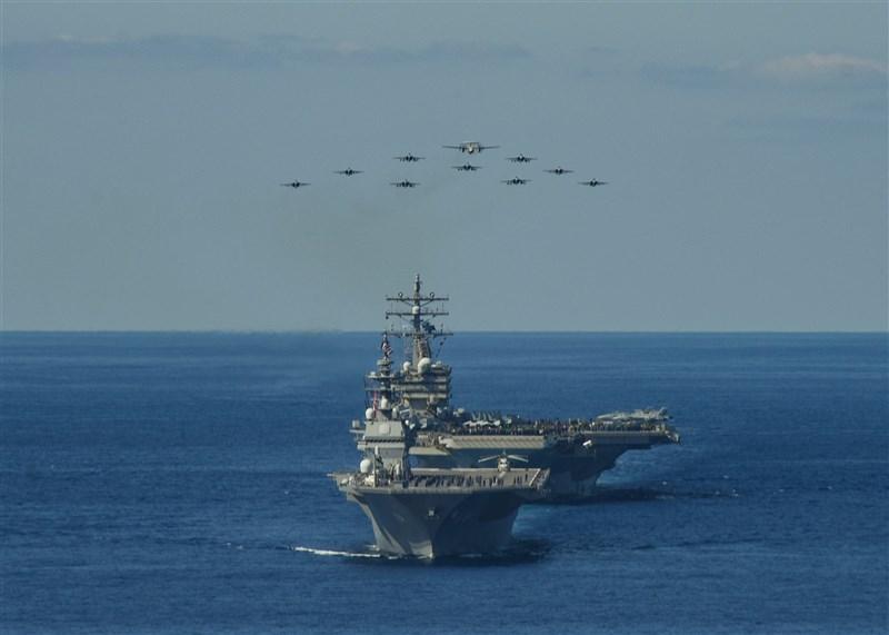 日媒報導,日本、法國、美國2021年5月將首度在日本西南方離島舉行陸上、海上聯合軍事演習,以抗衡中國。圖為10月26日美國與日本聯手展開為期11天的「銳劍」軍事演習。(圖取自facebook.com/ussronaldreagan)