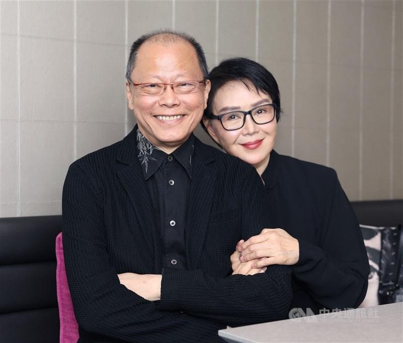 金馬獎導演、琉璃工房創辦人張毅(左)27日傳出病況危急。圖為2019年張毅與妻子楊惠姍受邀出席新加坡華語電影節。(中央社檔案照片)