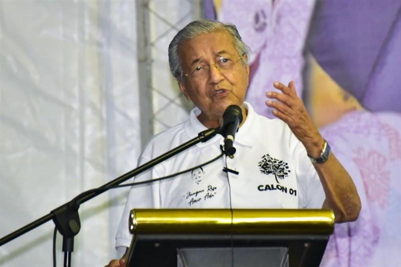 法國南部尼斯市驚傳持刀攻擊案,馬來西亞前首相馬哈地(圖)卻發推文表示,穆斯林有權「殺害數百萬法國人民」,引發眾怒。(圖取自facebook.com/TunDrMahathir)