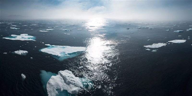 海冰持續減少是一記警鐘,顯示全球暖化對北極地區的打擊尤其嚴重。(示意圖/圖取自Unsplash圖庫)