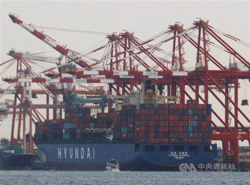 主計總處預估台灣2020年經濟成長率2.54%,專家指出,台灣出口、投資與消費三大力道站穩,2021年經濟成長率3.83%有望達標。(中央社檔案照片)