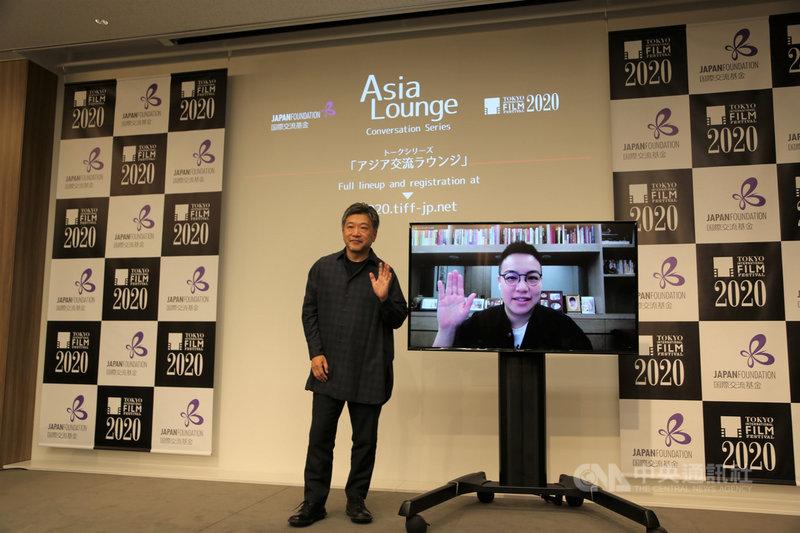 第33屆東京國際影展舉辦期間,台灣新銳導演黃熙2日受邀於「亞洲交流沙龍」與知名導演是枝裕和對談。中央社記者楊明珠東京攝  109年11月3日
