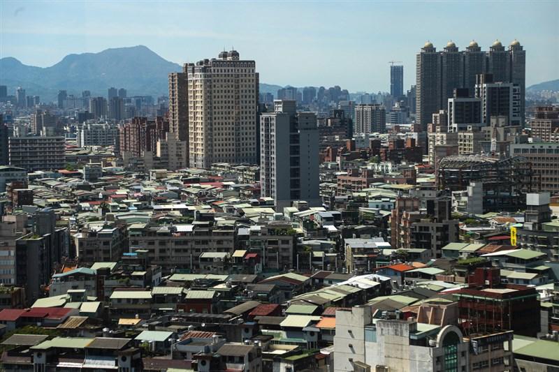 財政部長蘇建榮認為,調高囤房稅是中長期可考慮的措施,但要依行政院整體方案來做。(中央社檔案照片)