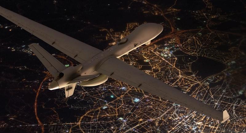 美國政府正式通知台灣,將出售4架可搭載武器的MQ-9B「海上衛士」無人機。圖為MQ-9B同型機。(圖取自twitter.com/GenAtomics_ASI)