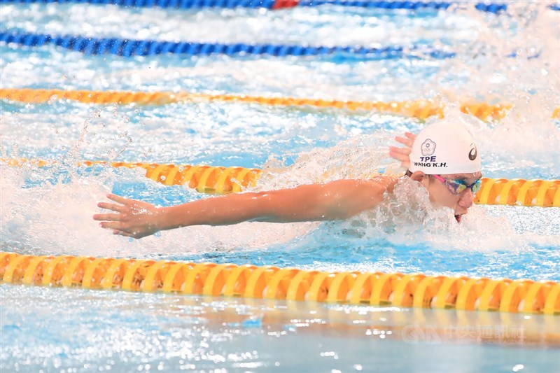 王冠閎7日凌晨在國際游泳聯盟男子200公尺短水道蝶式繳出本季次佳的1分50秒90,繼上一次出賽奪得職業生涯首冠後,連2站奪冠。(中央社檔案照片)