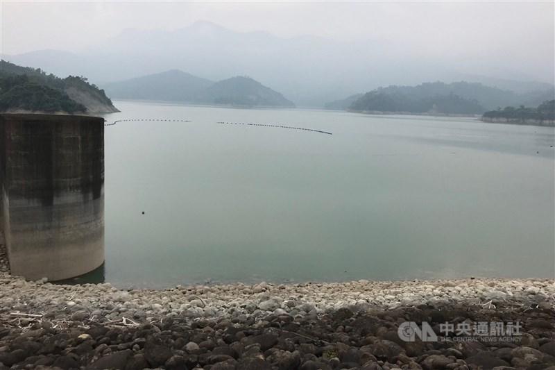 受到颱風外圍環流影響,台南山區9日降雨,水利署南區水資源局也趁機人工造雨,但因雨勢小,目前初估水庫進水有限,但也不無小補。圖為曾文水庫。(中央社檔案照片)