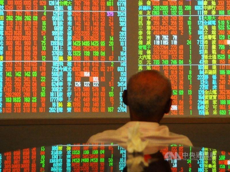 台股9日開高走高,加權股價指數漲逾百點,衝上13126.88點,創歷史新高。(中央社檔案照片)