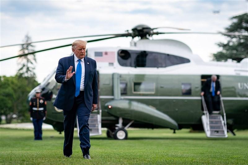 美國總統川普因為堅不認輸,政權交接未能開展,引來外界對總務署不願啟動交接的質疑。(圖取自facebook.com/WhiteHouse)