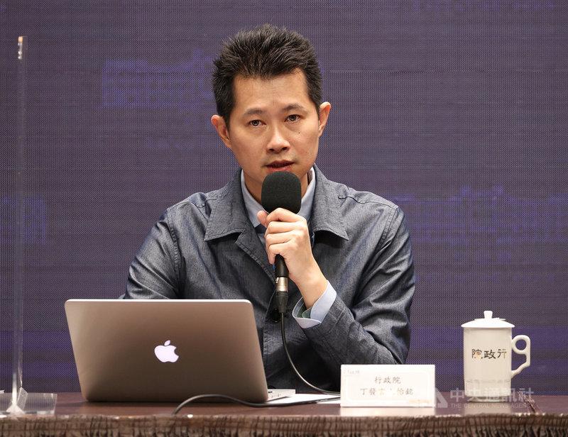 行政院會後記者會12日在新聞中心舉行,由發言人丁怡銘(圖)主持,轉述院會討論事項,並接受媒體提問。中央社記者謝佳璋攝  109年11月12日