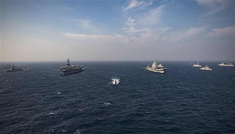 印度、美國、澳洲及日本的海上部隊18日在北阿拉伯海,進行第二階段馬拉巴爾海上聯合演習,這項軍演被視為區域抗衡中國措施的一部分。(圖取自Flickr;作者U.S. Pacific Fleet,CC BY 2.0)