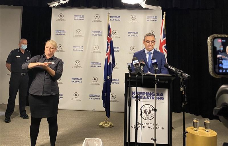 澳洲南澳州州長馬歇爾(右)宣布,自18日午夜起展開6天「斷路器」式的徹底阻斷封鎖措施。(圖取自twitter.com/marshall_steven)
