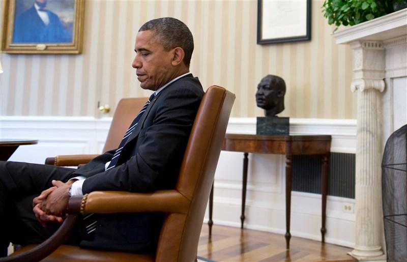 美國前總統歐巴馬(圖)在他新出版的回憶錄中,憶及2011年因為他對埃及總統穆巴拉克和鎮壓示威的巴林,同樣是獨裁政權的領導有不一樣的態度被批偽善,歐巴馬表示痛苦。(圖取自facebook.com/barackobama)
