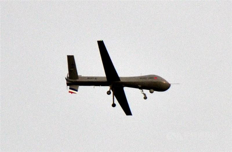 國防部副部長張哲平19日表示,中科院研發的騰雲無人機預計民國113年可以量產。圖為10月騰雲無人機在台東空軍志航基地試飛。(中央社檔案照片)