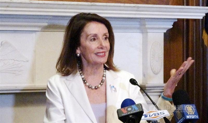儘管美國民主黨在今年改選有部分席次落入共和黨之手,眾議院民主黨員仍支持裴洛西(圖)再任2年議長。(中央社檔案照片)