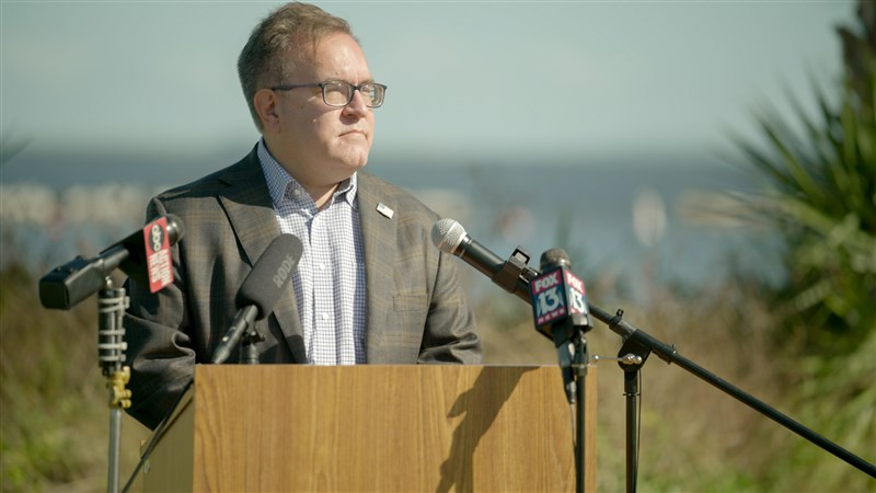 美國環保署長惠勒下月率團訪台,涉外高層20日表示,未來雙方期待就海洋廢棄物倡議及區域空氣品質等議題達成進展。(圖取自twitter.com/EPAAWheeler)