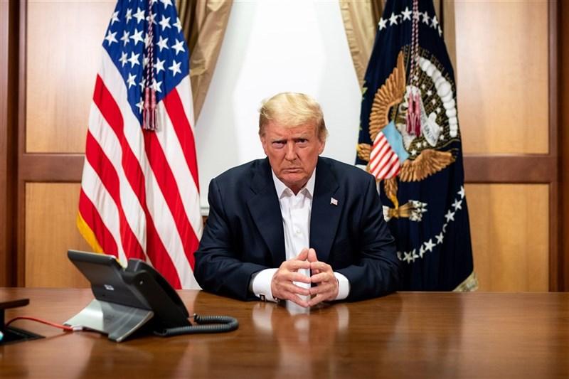 美國總統川普(圖)試圖扭轉大選落敗的結果,20日卻連踢兩道鐵板,喬治亞州官員確認民主黨總統候選人拜登確實勝出,密西根州共和黨人在白宮與川普會後也說州內沒有翻盤空間。(圖取自The White House Flickr,版權屬公有領域)