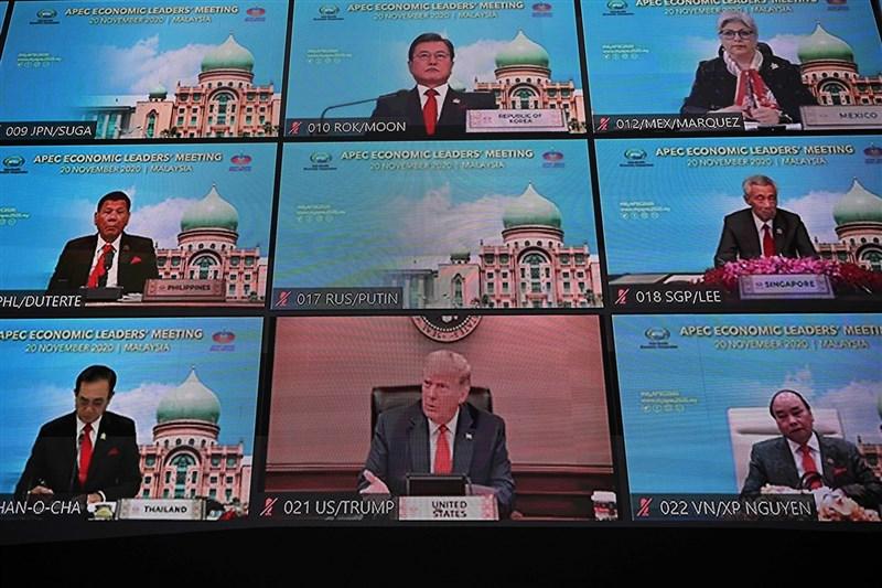 APEC領袖峰會20日首度以視訊方式進行,美國總統川普(中下)、中國國家主席習近平等領袖與會。(法新社)