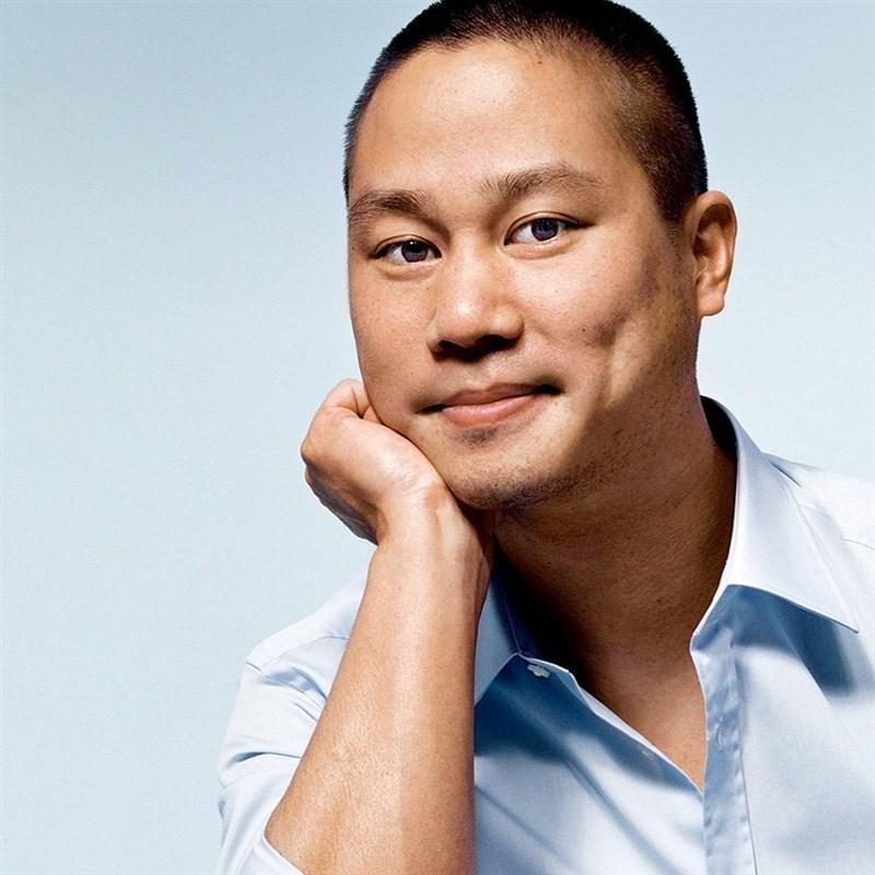 網路鞋商Zappos的台裔執行長謝家華在領導公司20年後最近宣布退休,27日傳出他因火災受傷身亡,享年46歲。(圖取自instagram.com/zappos)