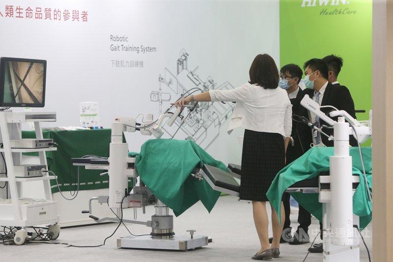 2020台灣醫療科技展3日在台北南港展覽館開幕,廠商的精準健康產業不斷創新,攜手跨領域頂尖機構企業,開拓全球健康產業新市場。中央社記者鄭傑文攝  109年12月3日