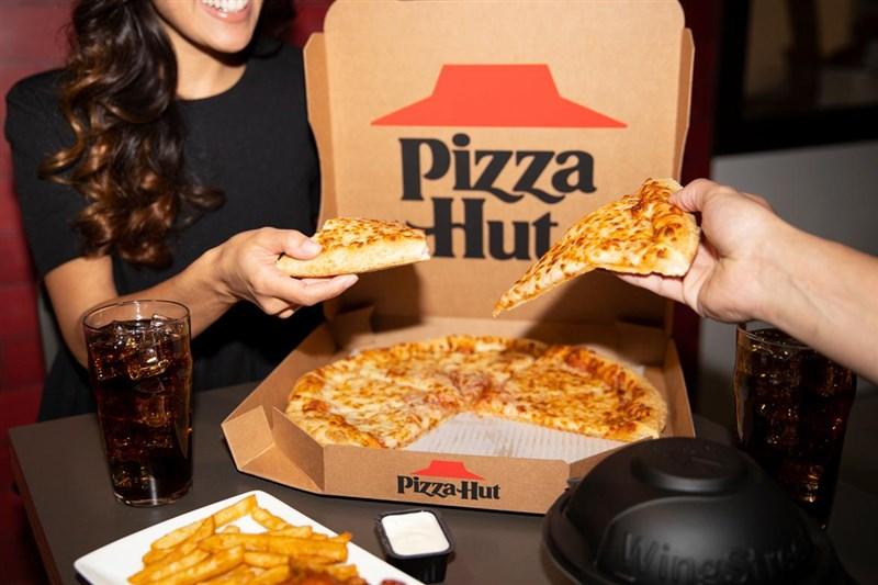 美國披薩連鎖品牌必勝客創辦人卡尼2日因肺炎病逝,享壽82歲。(示意圖/圖取自twitter.com/pizzahut)