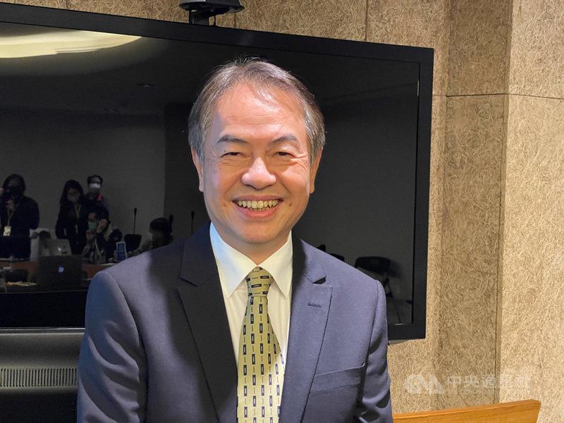電子代工廠金寶4日召開法人說明會,總經理陳威昌看好新產品陸續量產後,將帶動2021年營收較今年成長。中央社記者吳家豪攝 109年12月4日