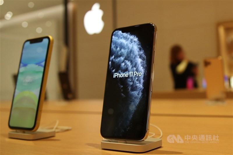 蘋果公司在官網公告,確定有少部分iPhone 11有螢幕無法回應觸控動作的問題,用戶若符合資格,將免費提供維修服務。(中央社檔案照片)