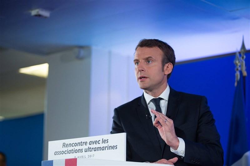 法國總統府艾里賽宮17日上午發出新聞稿宣布,總統馬克宏檢測武漢肺炎呈現陽性反應。(圖取自facebook.com/EmmanuelMacron)