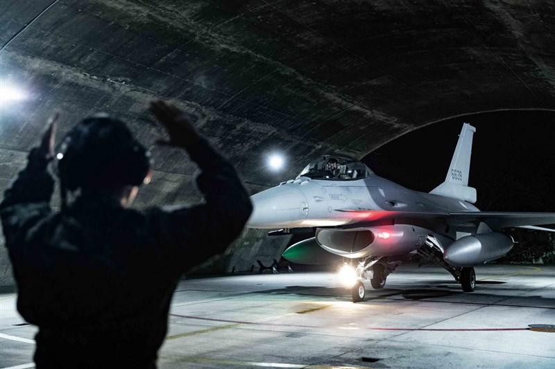 空軍將現役F-16A/B型戰機升級為F-16V型戰機案,根據空軍司令部書面報告,今年交機預計可達成年度目標22架。圖為F-16V戰機。(軍聞社提供)