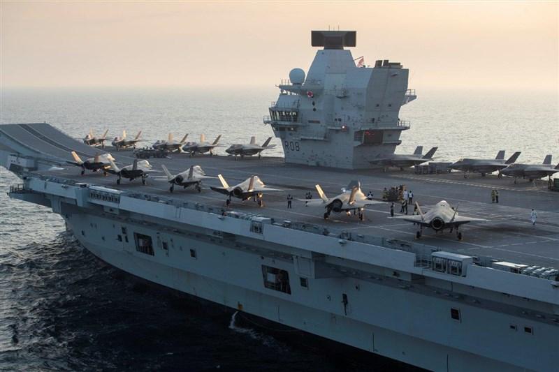 英國航空母艦伊麗莎白女王號(圖)將在5月停靠日本港口,並與日本自衛隊進行聯合演習。(圖取自facebook.com/royalnavy)