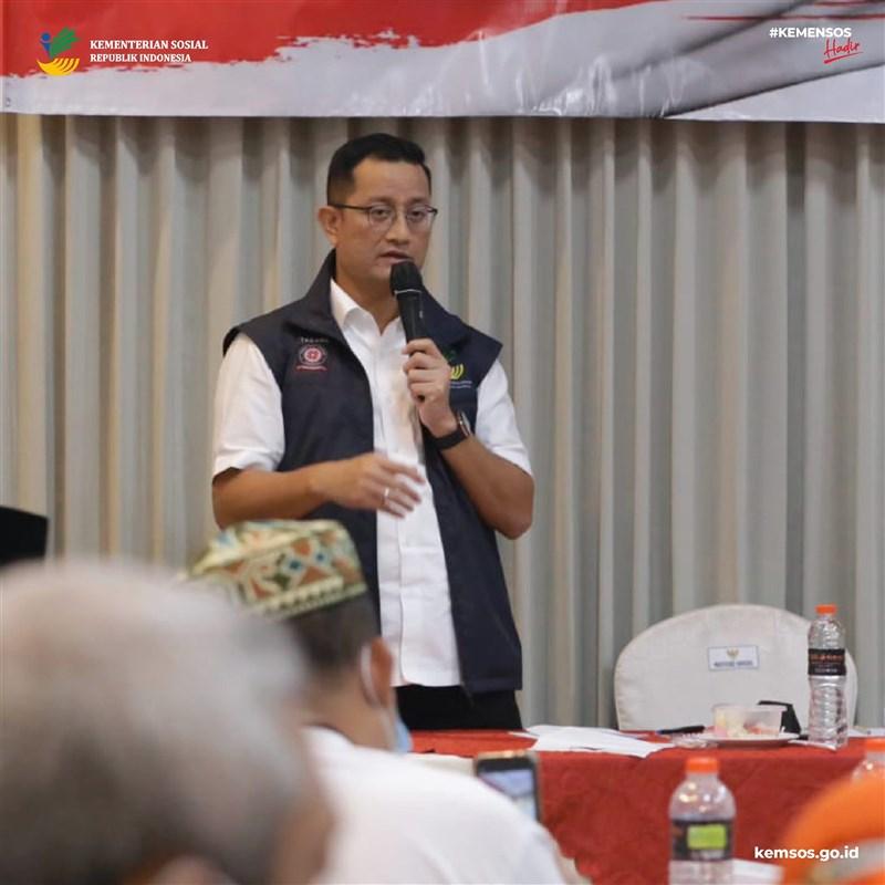 印尼反貪腐機關6日點名社會事務部長尤利亞里(圖)涉及在武漢肺炎社會援助品採購案中收賄。(圖取自facebook.com/KemsosRI)
