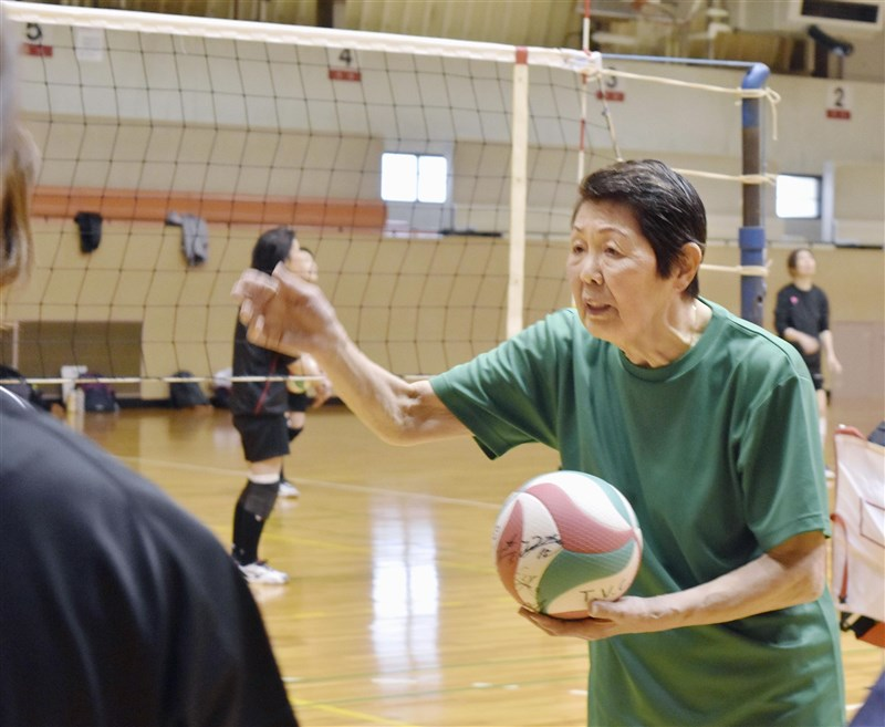 日本國家女子排球隊奪下1964年東京奧運金牌,主將井戶川絹子6日傳出於4日病逝的消息,享壽81歲。(共同社)