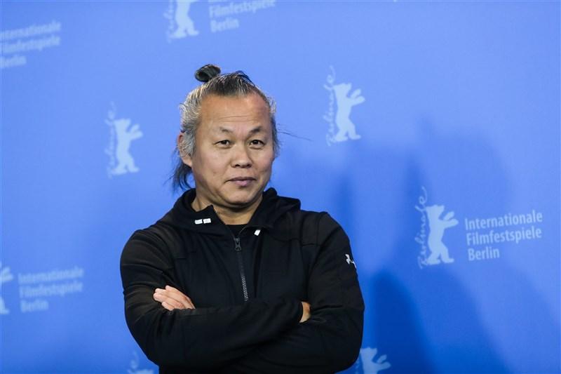 曾以電影「聖殤」獲威尼斯金獅獎肯定的韓國導演金基德因感染武漢肺炎病故,享年59歲。(美聯社)