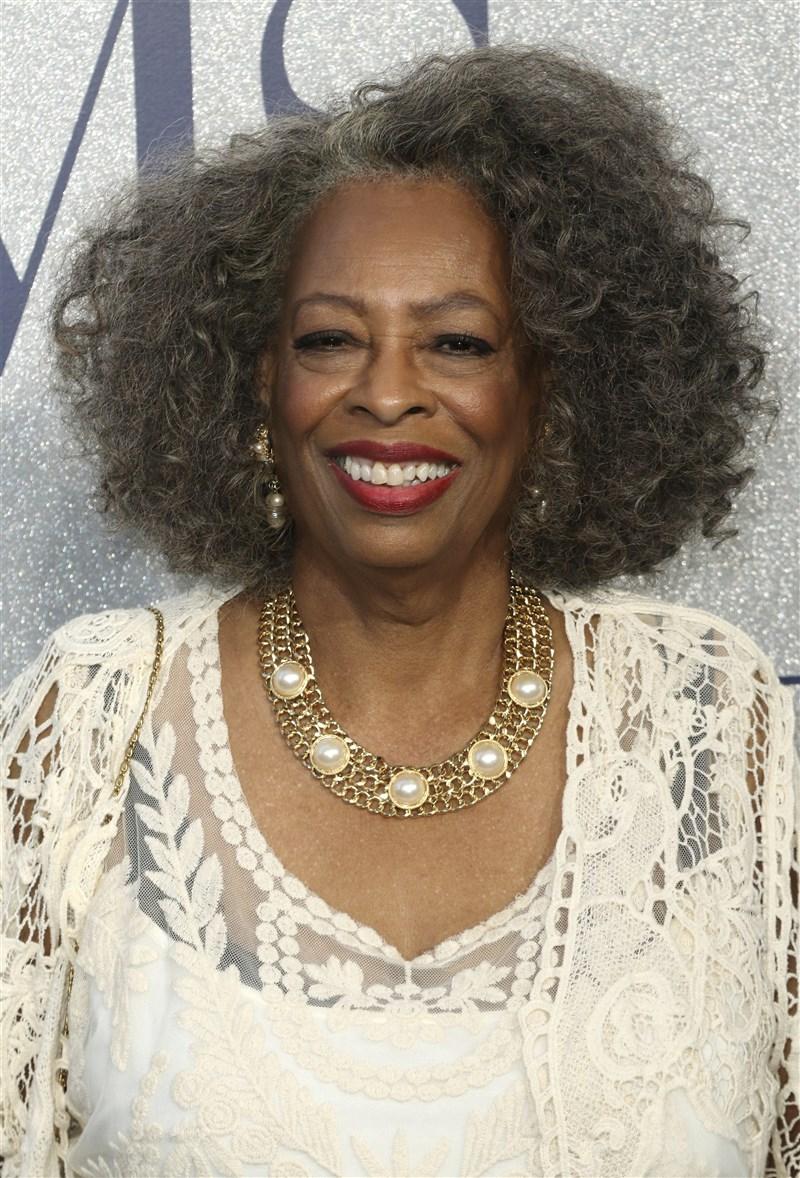 曾出演過「猩球崛起」等片的女演員卡洛薩頓11日因武漢肺炎併發症辭世,享壽76歲。(美聯社)