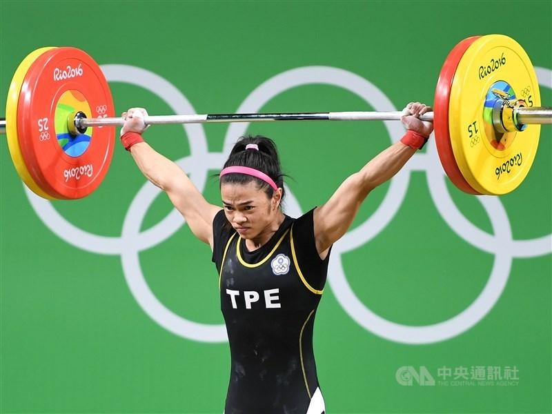 舉重女將許淑淨2012年倫敦奧運女子舉重53公斤級原本摘銀,但摘金的哈薩克選手藥檢未過,國際奧會14日通知中華奧會,由許淑淨遞補金牌。圖為許淑淨在2016年里約奧運比賽畫面。(中央社檔案照片)