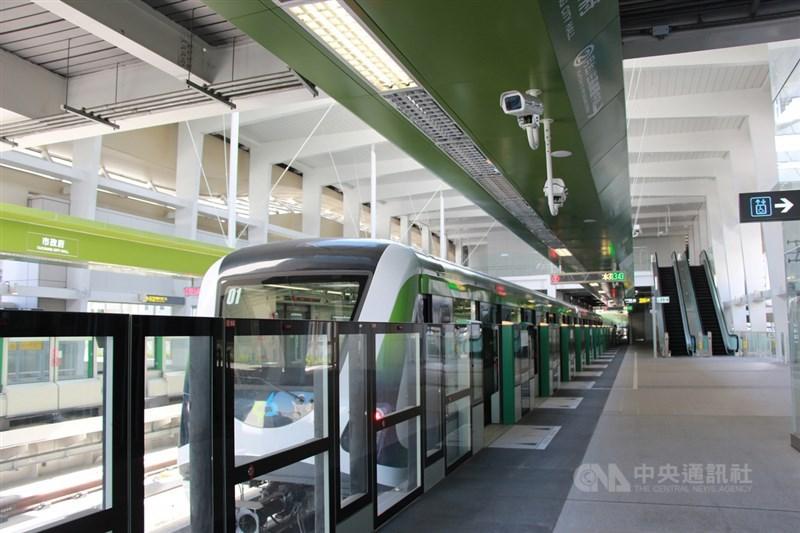 台中捷運綠線因為連結器軸心斷裂而暫停試營運,中市府退回北捷前後2次的報告。(中央社檔案照片)