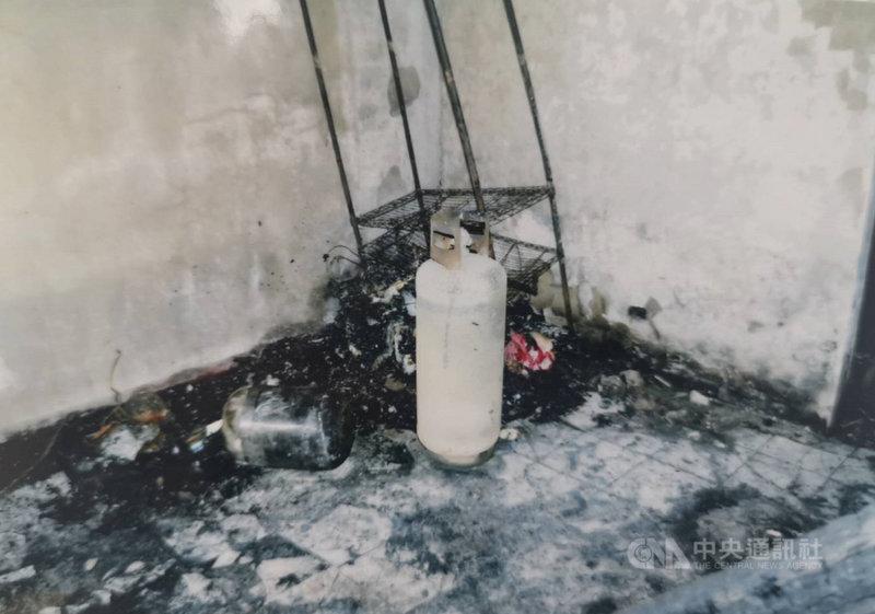 台中市東海商圈今年9月間發生瓦斯氣爆案,陳姓男子在住處開桶裝瓦斯引燃,造成陳男等4人逃生不及死亡,檢方在現場發現引發氣爆的瓦斯鋼瓶。(請珍惜生命。自殺防治專線(24小時):0800-788-995;生命線:1995)(檢方提供)中央社記者蘇木春傳真  109年12月22日