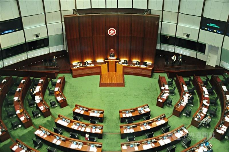 根據星島日報9日的報導,原定於9月5日舉行的香港立法會選舉將會延遲至12月舉行。圖為立法會議場。(中央社檔案照片)