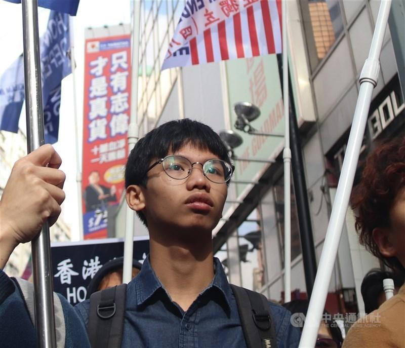 香港前學生動源召集人鍾翰林被裁定侮辱國旗及非法集結罪成,法院29日判決他即時入獄4個月。(中央社檔案照片)