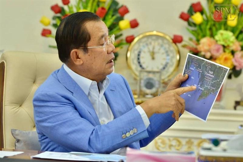 柬埔寨總理洪森29日宣布,暹邏灣的油田已成功開採出石油。(圖取自facebook.com/hunsencambodia)
