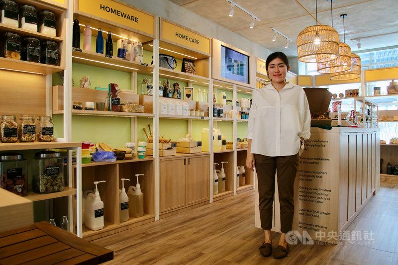 印尼青年創業家貝竺喧曾在台灣留學3年,回國後創立無包裝商店Bulk Source,希望把在台灣養成隨手做環保的風氣帶回印尼。圖攝於109年12月15日。中央社記者石秀娟雅加達攝 110年1月3日