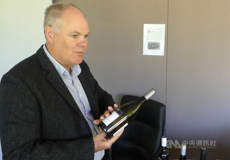 「澳洲葡萄及葡萄酒業公會」總經理巴塔格倫強調,儘管開闢多元市場並不容易,但仍是澳洲葡萄酒產業今後的必經之路。中央社記者丘德真坎培拉攝 110年1月4日