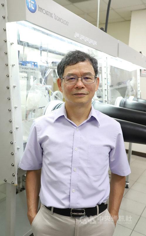 台灣科技大學教授黃炳照透過同步輻射臨場光譜技術,有效了解電池運作細節,對電池未來發展有重大影響,獲德國「宏博研究獎」。(台科大提供)中央社記者許秩維傳真 110年1月4日