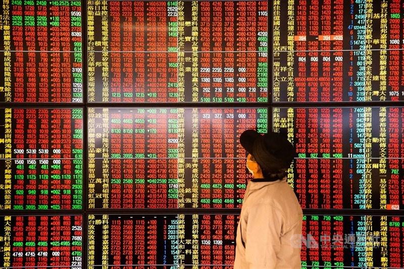 台股8日持續創高,指數終場收在15463.95點,漲249.95點,成交值新台幣3948.02億元。(中央社檔案照片)