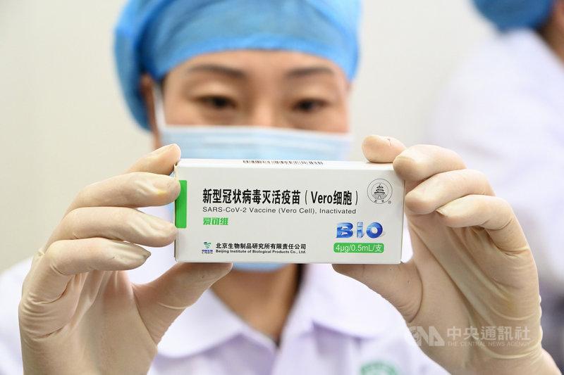 上海疫苗專家陶黎納日前在微博發文稱,國藥集團開發的疫苗有73種副作用,是世界上最不安全的疫苗,引發熱議。圖為國藥集團旗下北京生物研發的疫苗。(中新社提供)中央社 110年1月8日