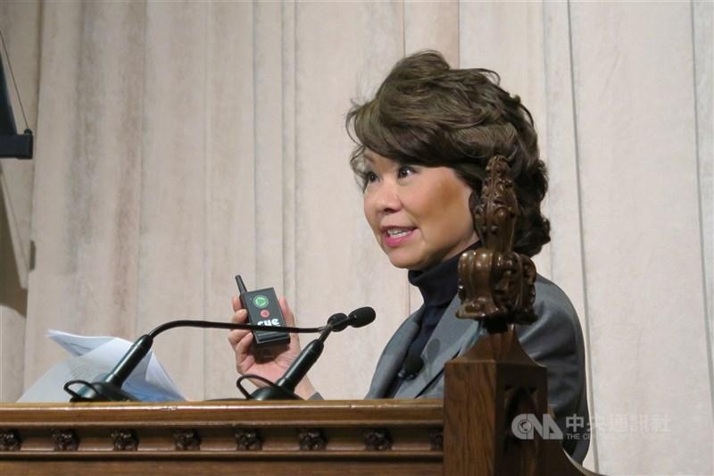 美國運輸部長趙小蘭(圖)在總統川普支持者闖入國會大廈隔天請辭,她表示,群眾攻擊事件「深深困擾著我」。(中央社檔案照片)