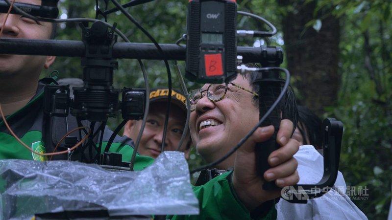 年過70的香港名導許鞍華(右),從影超過40年,是香港電影金像獎最佳導演紀錄保持者和全球首位獲威尼斯影展終身成就獎的女導演。(傳影互動提供)中央社記者葉冠吟傳真 110年1月11日