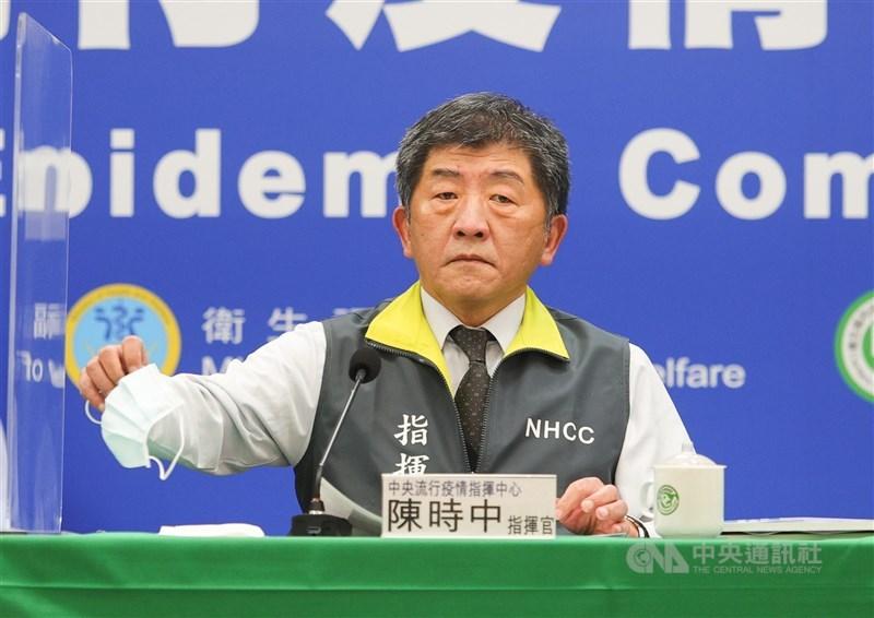 中央流行疫情指揮中心指揮官陳時中12日宣布,台灣今有4例武漢肺炎確診,2境外,2例為本土,為北部某醫院醫師及其護理師女友,這是台灣第二度發生院內感染,且首度有醫師染疫,也將病毒傳至社區。中央社記者謝佳璋攝 110年1月12日