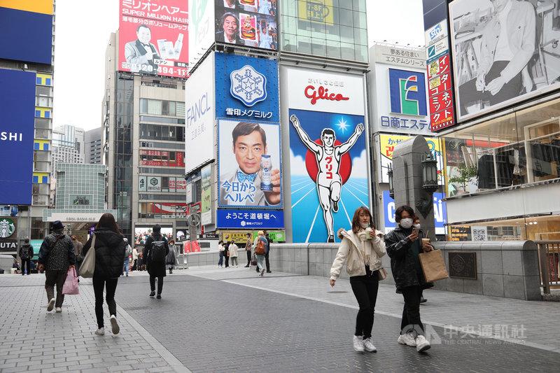日本自去年1月查出首例武漢肺炎確診者後,至今境內查出的確診病例(郵輪含鑽石公主號)累計逾30萬例。去年12月下旬起,約3週又新增10萬例。圖為109年12月3日大阪觀光景點道頓堀。中央社記者楊明珠大阪攝  110年1月13日